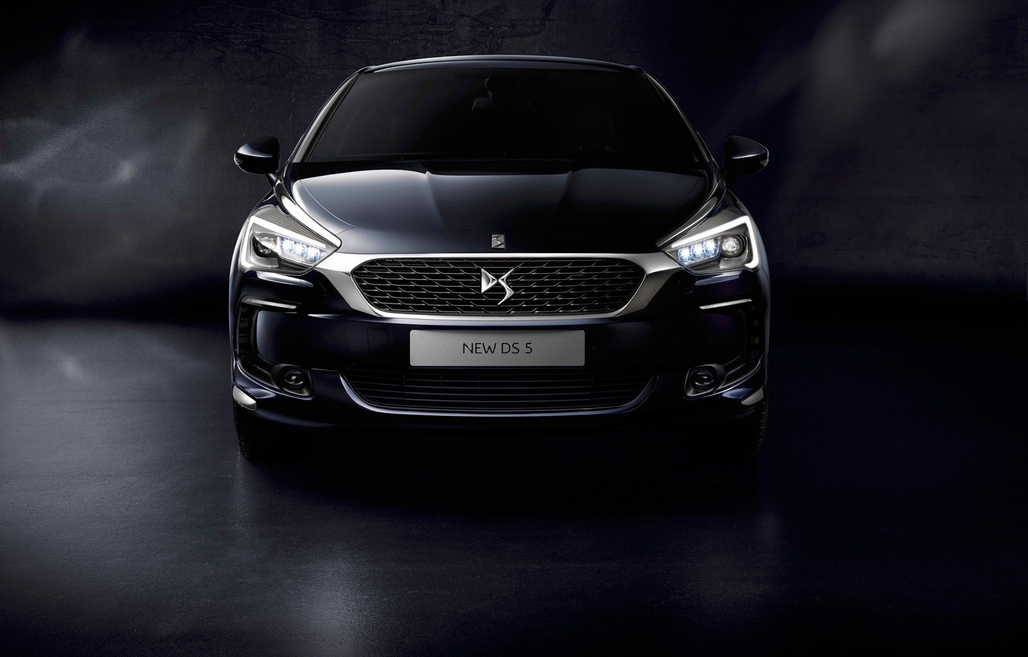 the motoring world ireland the new ds5 is now on sale with better tech improved looks and. Black Bedroom Furniture Sets. Home Design Ideas