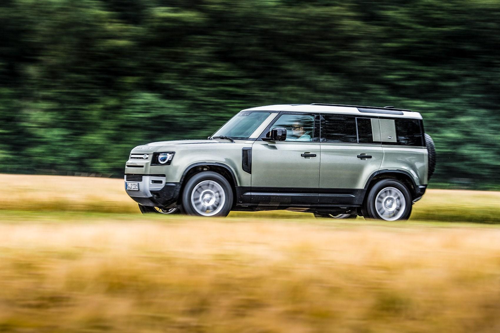 Land Rover Defender vs Jeep Wrangler vs Mercedes G-Class ...