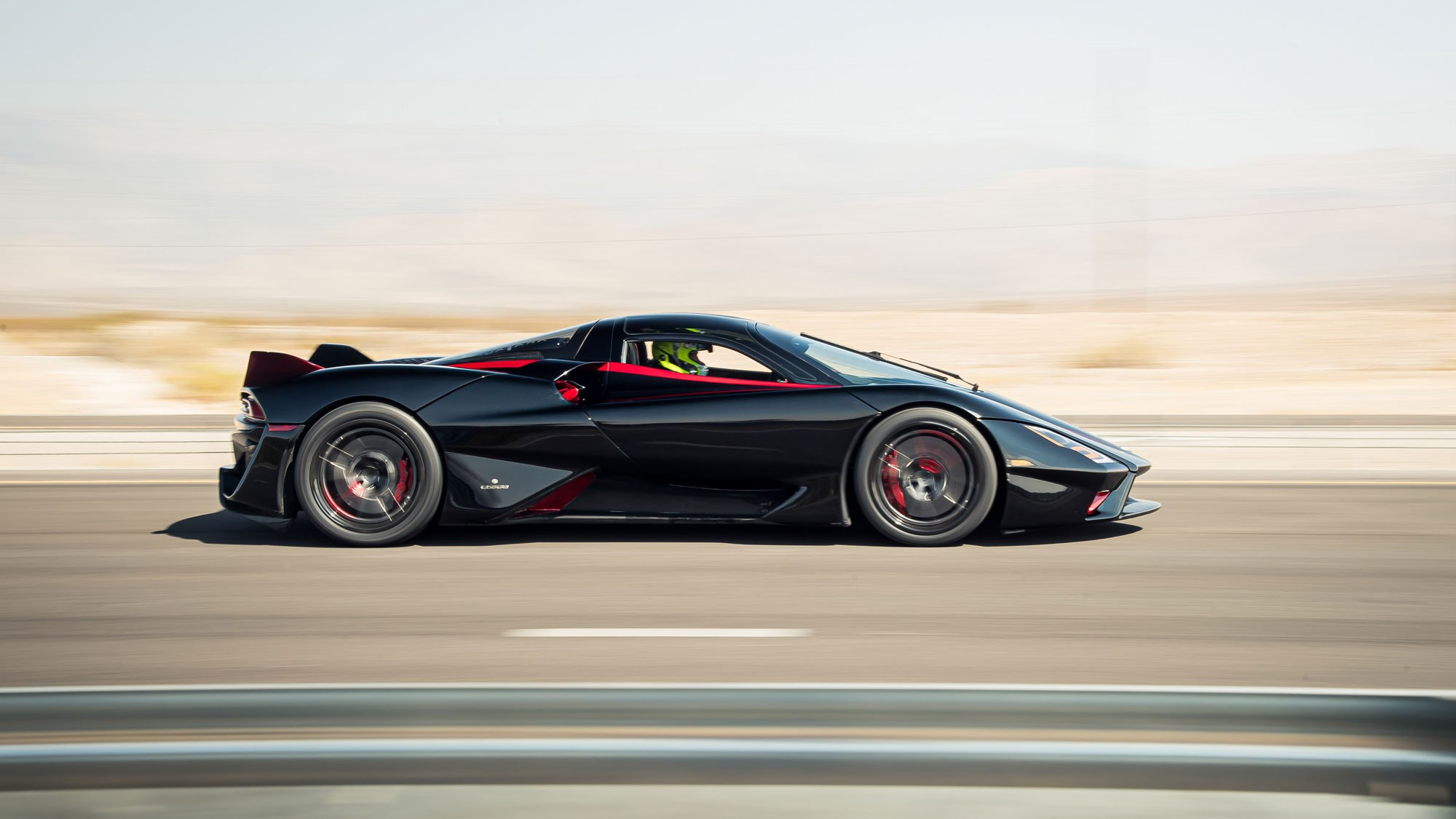 Bugatti who? 508,73 km/h SSC Tuatara is fastest production vehicle!