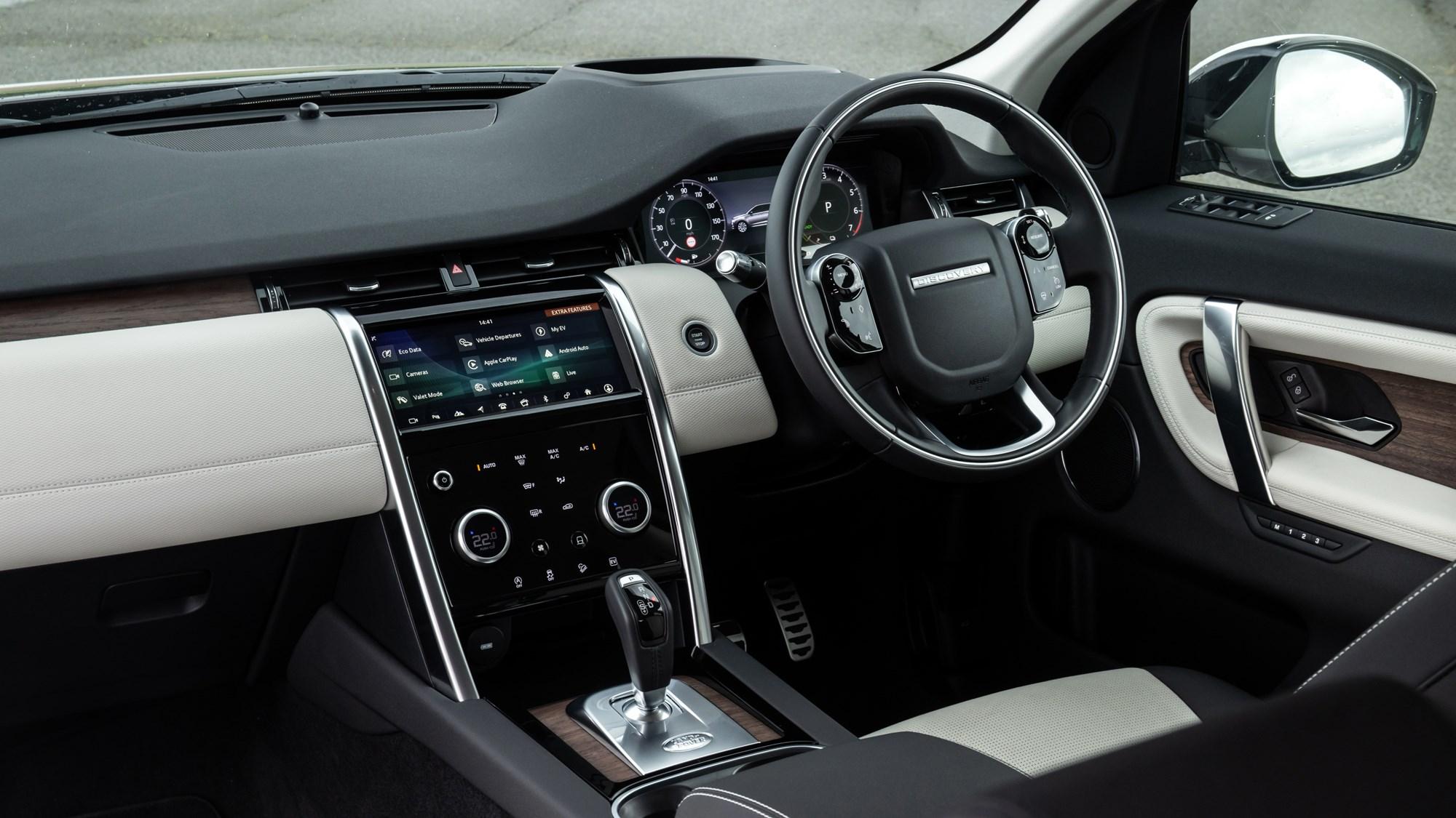Land Rover Discovery Sport P300e dashboard