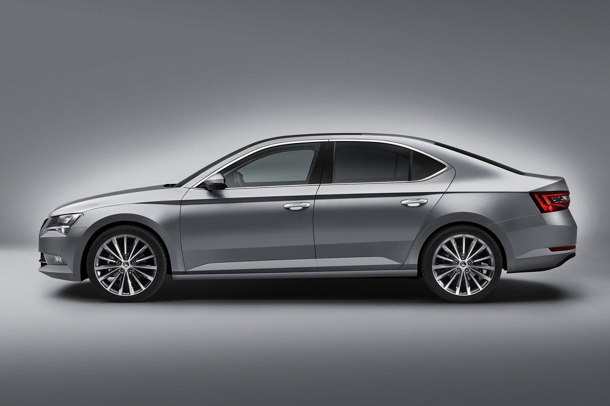 new skoda superb 2015