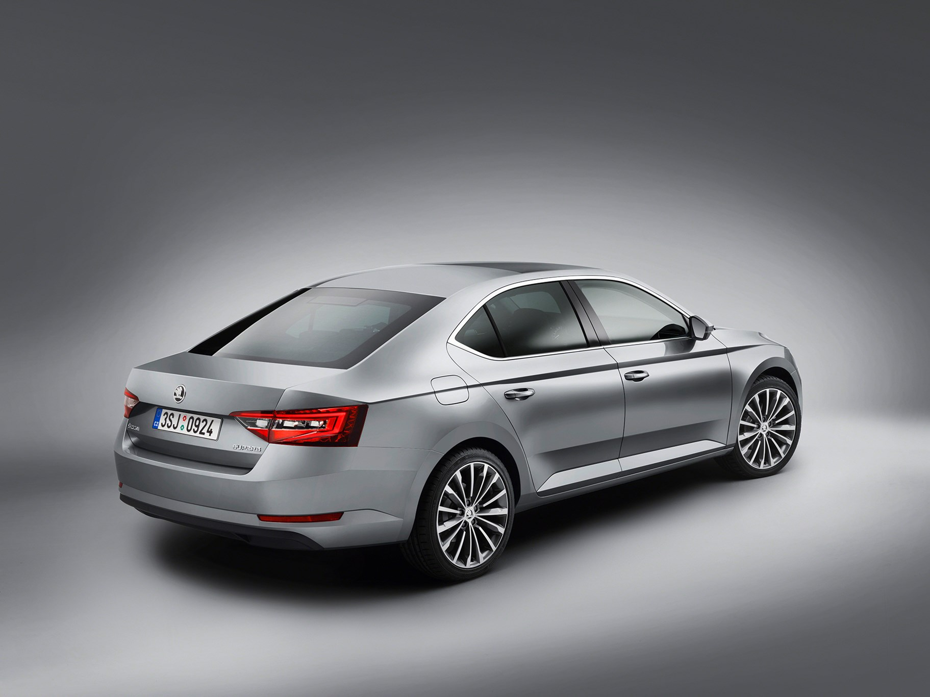 skoda superb unveiled 2015 and it 39 s now a hatchback by car magazine. Black Bedroom Furniture Sets. Home Design Ideas