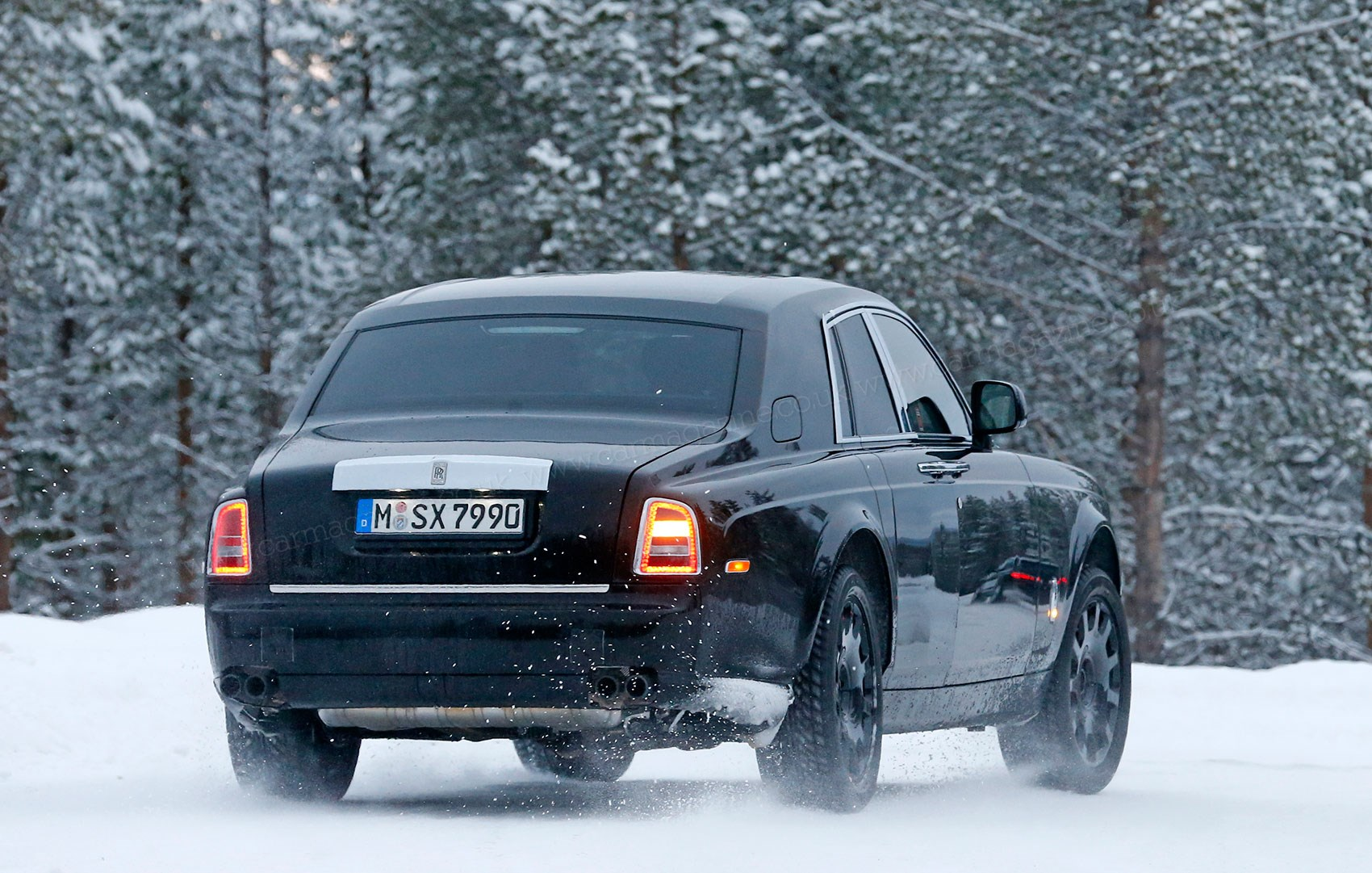 2018 rolls royce suv rendered 2016 new best cars -  This Is An Engineering Mule Caught On Test In Scandinavia