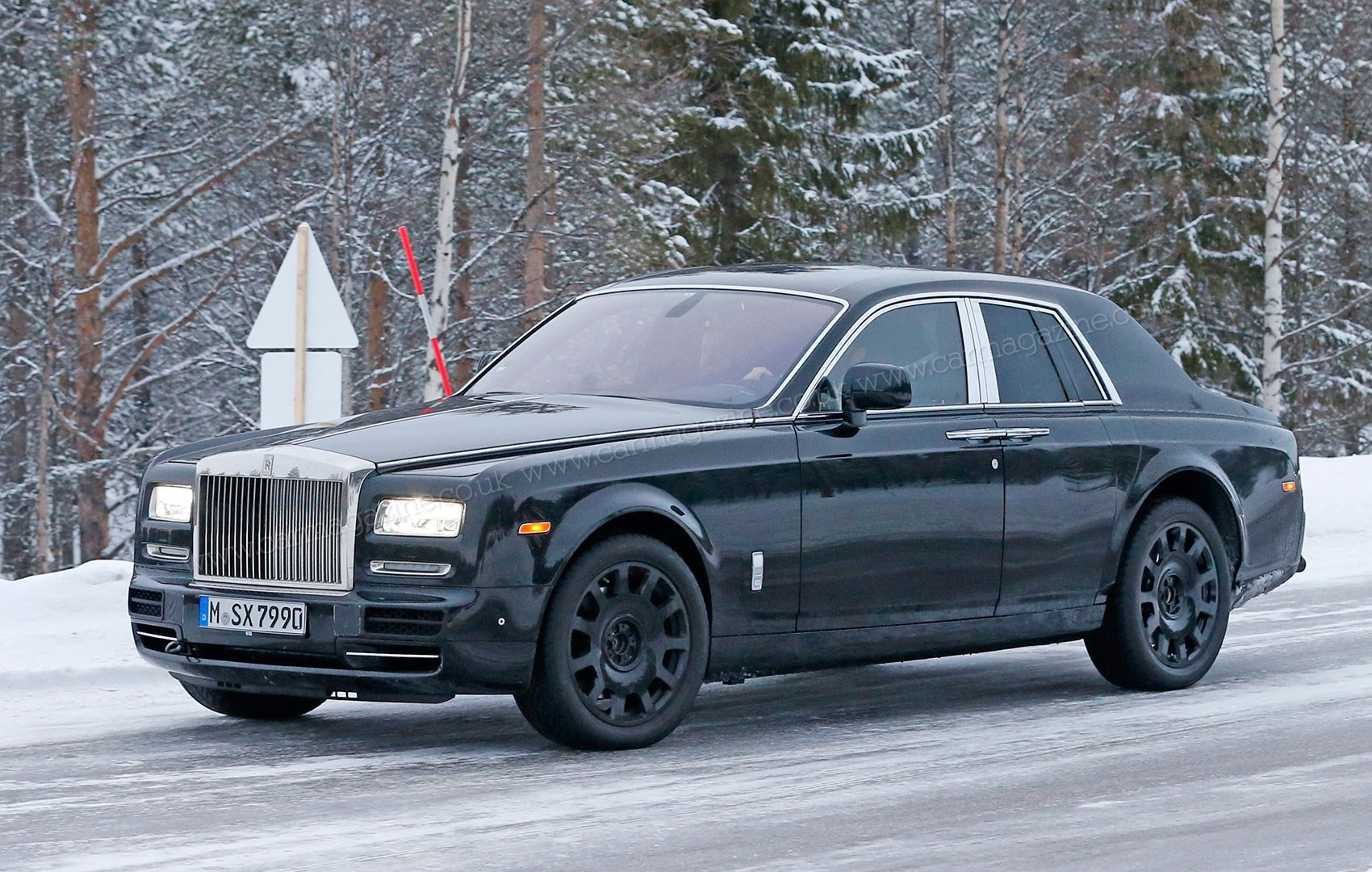 Cold Snap New Rolls Royce Suv Caught On Winter Test