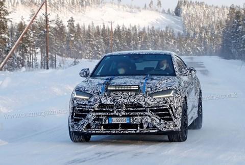 Facelift Lamborghini Urus snapped testing