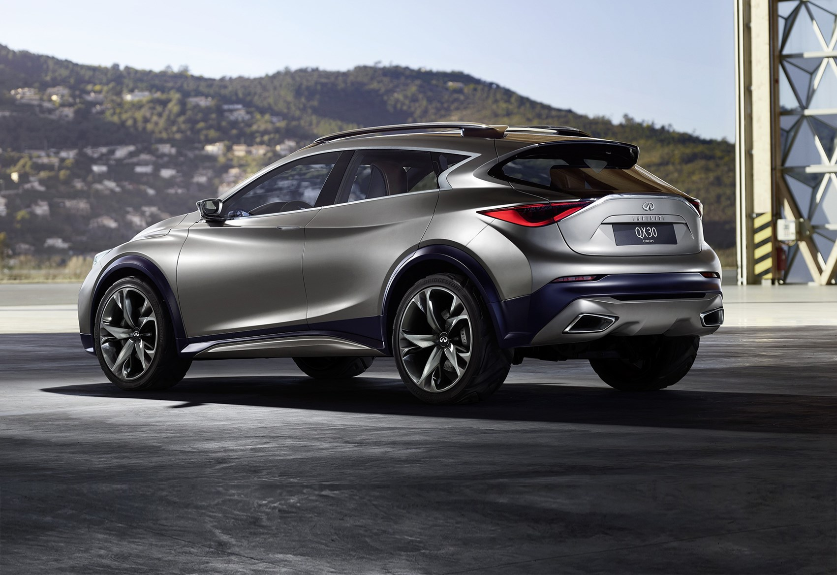 infiniti qx30 2016 the car to make you take infiniti seriously by car magazine. Black Bedroom Furniture Sets. Home Design Ideas