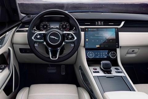 Jaguar F-Pace SVR 2021 driving position