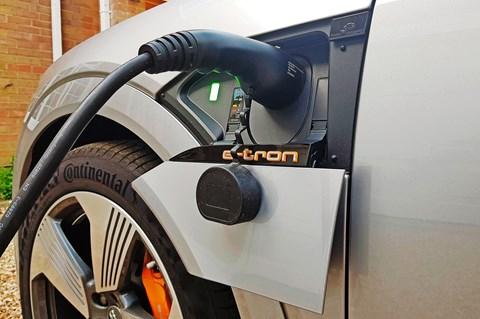 etron sportback long-termer plug