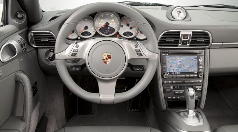 Porsche 911 Carrera 4 Pictures