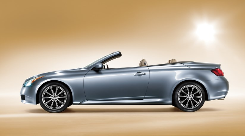 infiniti g37 convertible 2009 first photo by car magazine. Black Bedroom Furniture Sets. Home Design Ideas