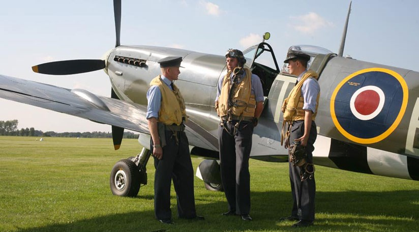 Airmen recreate WW2 moment with their Spitfire MK1X at the Goodwood Revival 2008