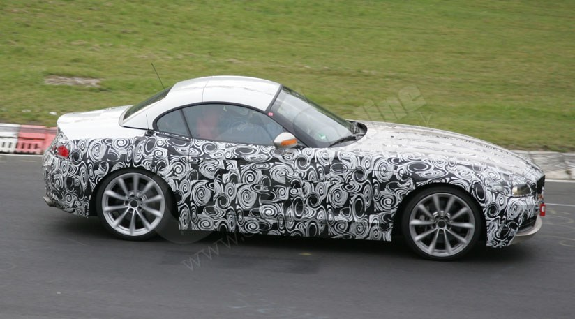 bmw z4 folding hard top spy photos 2009 car magazine. Black Bedroom Furniture Sets. Home Design Ideas