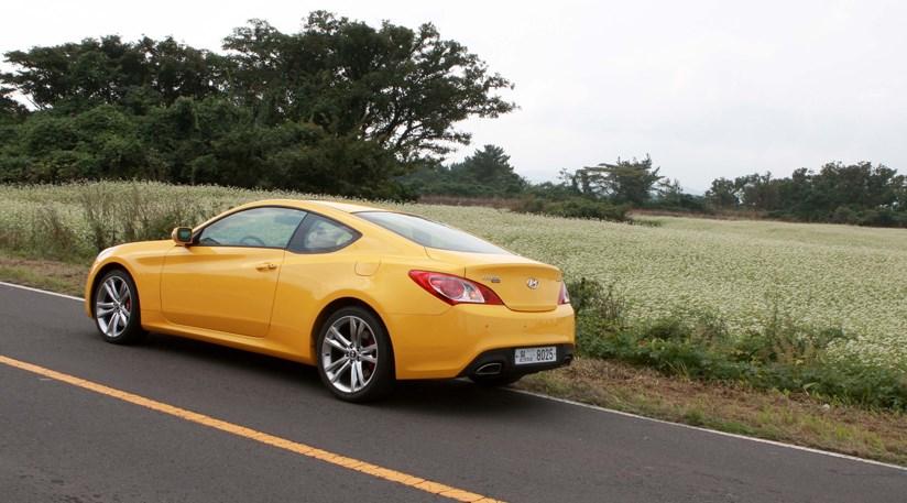 Beautiful Hyundai Genesis Coupe (2008) CAR Review ...