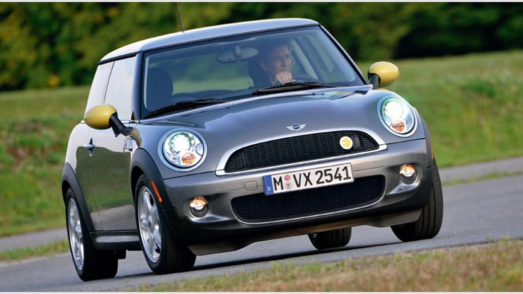 Mini E 2008 Electric Car Review The Battery Powered Mini Car