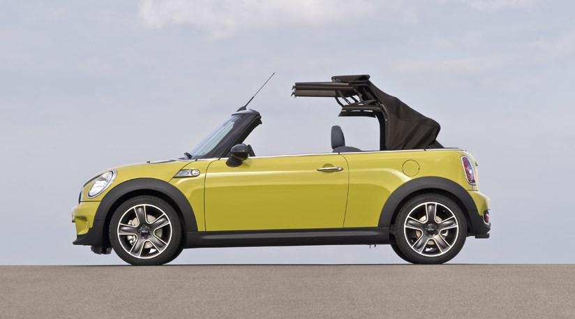 mini convertible 2009 the new r57 cabrio car magazine. Black Bedroom Furniture Sets. Home Design Ideas