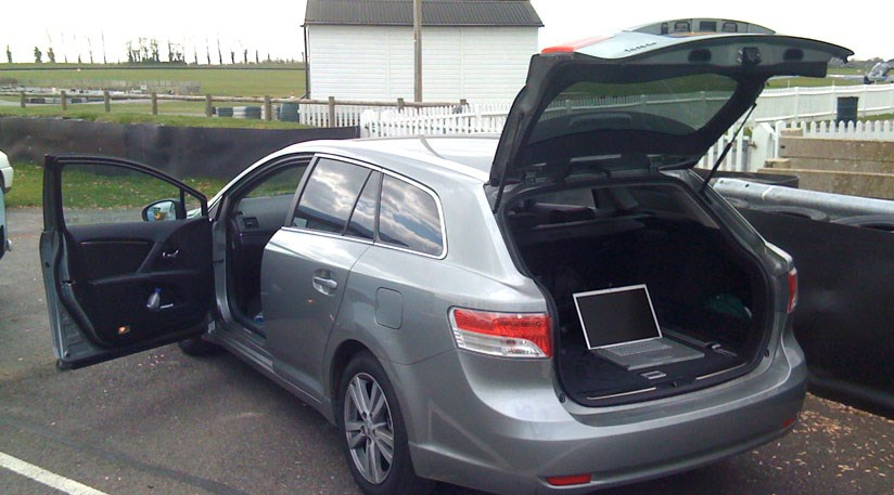 toyota avensis 2 2 d4 d tourer 2009 long term test review by car magazine. Black Bedroom Furniture Sets. Home Design Ideas