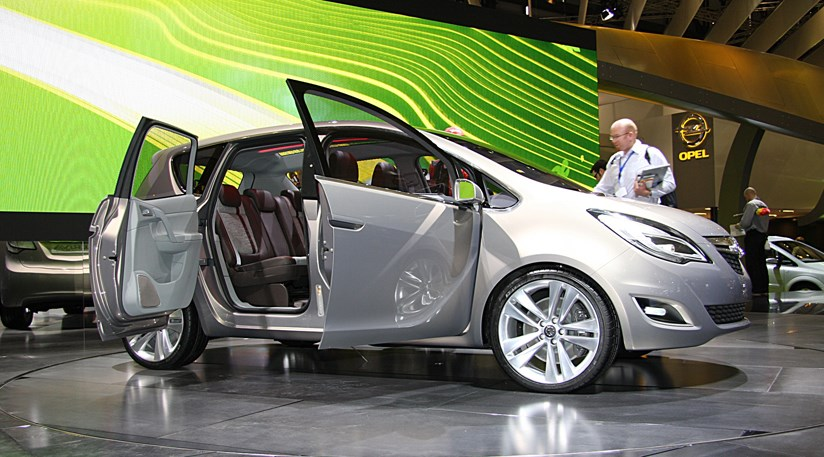 Vauxhall's new Meriva: the suicide door in action (2009) by CAR Magazine