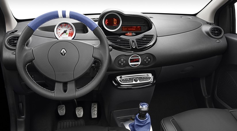 Renault twingo gordini rs 2010 first pictures by car for Interieur twingo 2