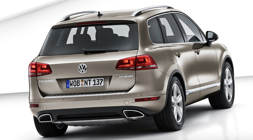 vw touareg 2010 first official photos by car magazine. Black Bedroom Furniture Sets. Home Design Ideas