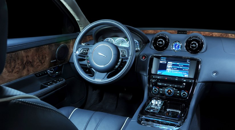 ... Jaguar XJ 3.0 V6D (2010) CAR Review