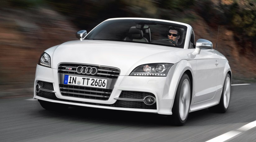 audi tt coupe and roadster facelift 2010 first pictures by car magazine. Black Bedroom Furniture Sets. Home Design Ideas