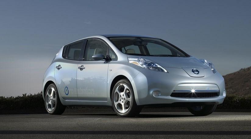 Nissan Leaf (2010) electric prototype review | CAR Magazine