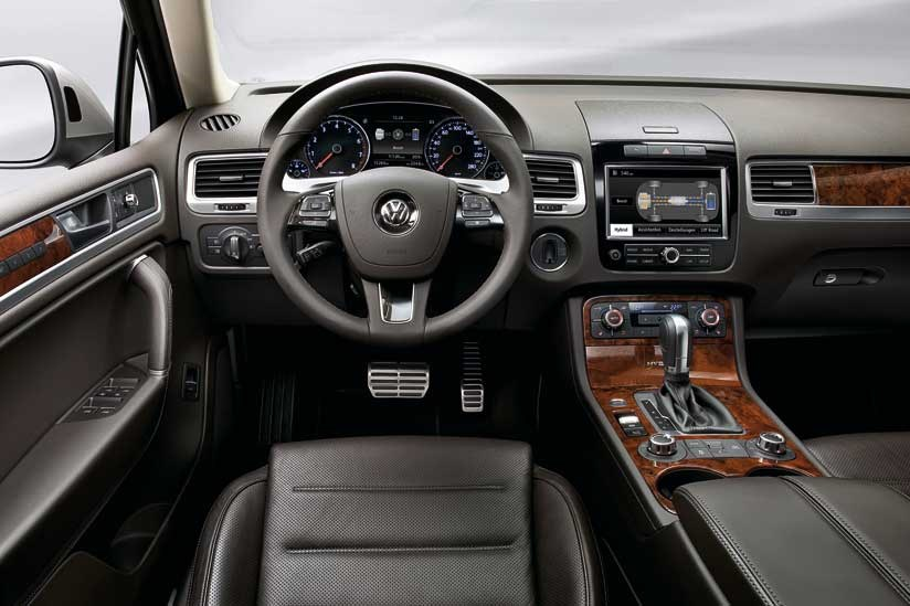 vw touareg 3 0 hybrid 2010 review by car magazine. Black Bedroom Furniture Sets. Home Design Ideas