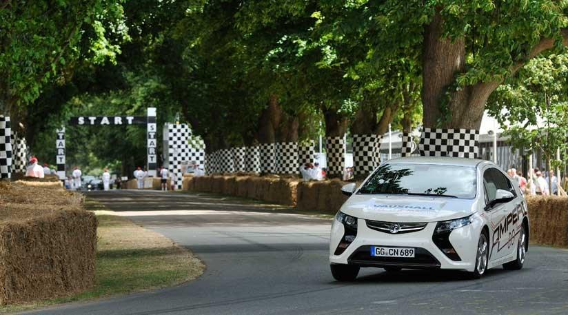 Vauxhall Ampera E-REV (2012) CAR video review | CAR Magazine