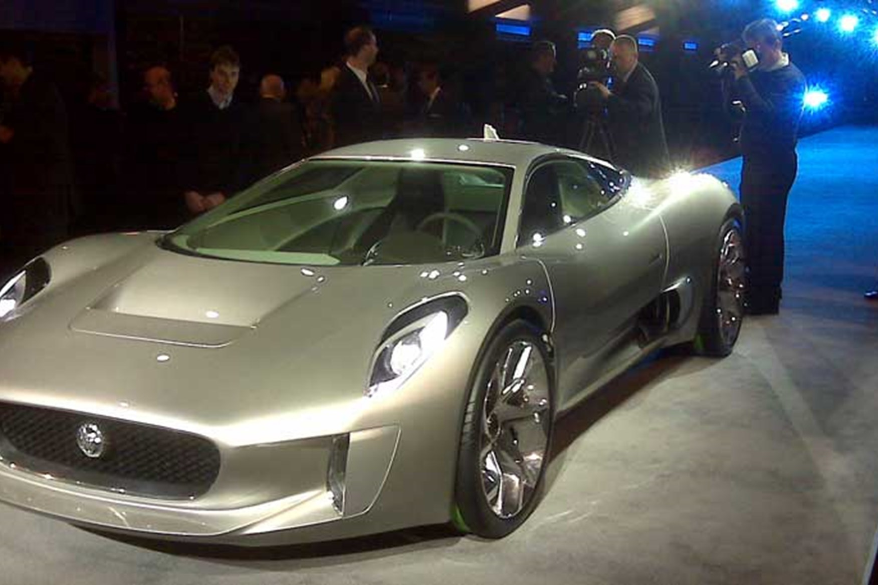 ... The Jaguar C X75 Is Mobbed At The Musée Rodin. The Hacks At The Preview  Approve ...