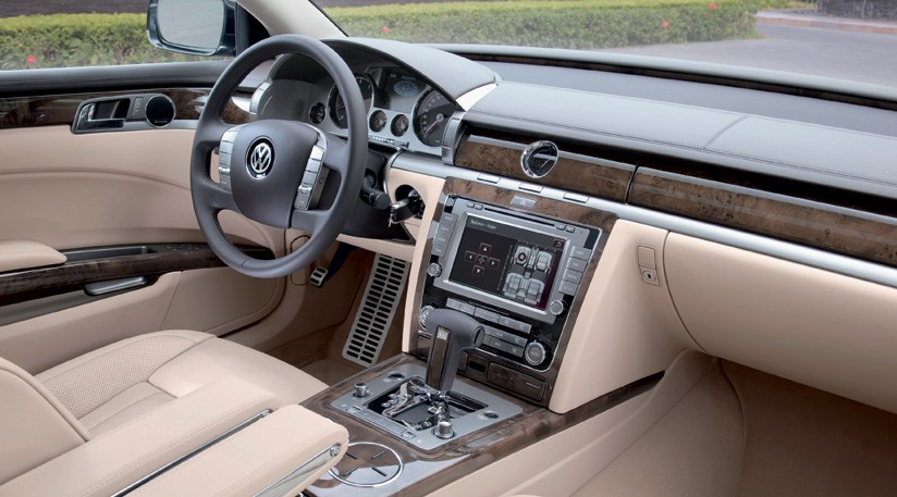 VW Phaeton 3.0 V6 TDI SWB (2010) review by CAR Magazine