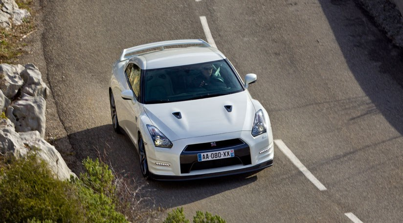 2011 Nissan GT-R - Information and photos - MOMENTcar