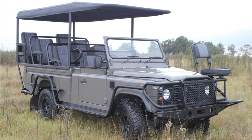 land rover defender 2011 goes ev for safari concept by car magazine. Black Bedroom Furniture Sets. Home Design Ideas
