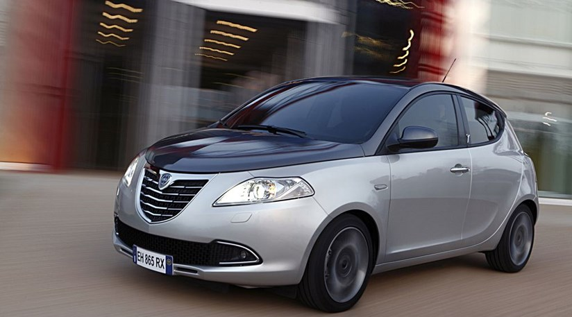 Chrysler ypsilon 0 9 twinair 2011 review car magazine - Lancia y diva 2011 ...