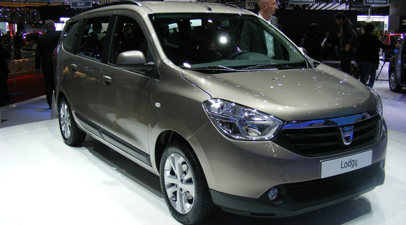 dacia lodgy mpv 2012 first official pictures car magazine. Black Bedroom Furniture Sets. Home Design Ideas