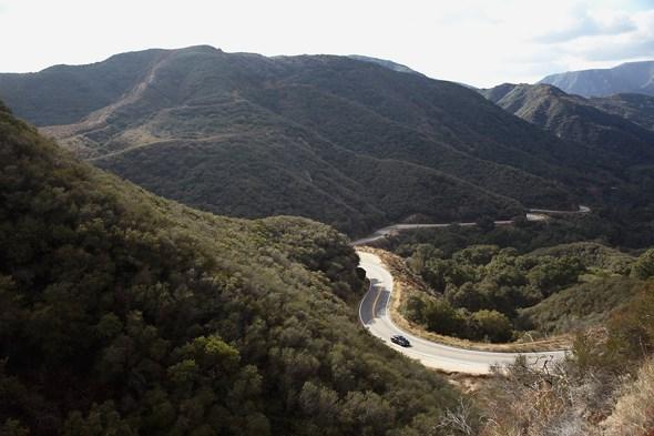 Liitle tujunga canyon yolu'na dönüş. burada neden bu kadarçok