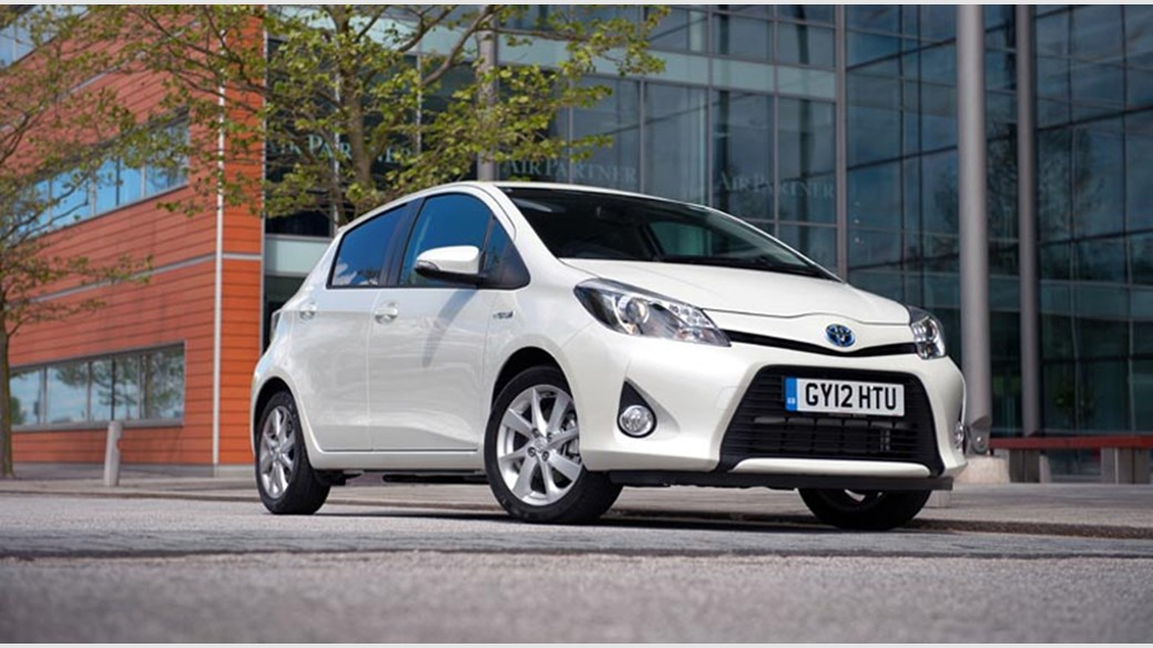 Toyota Yaris Hybrid 2017 Review