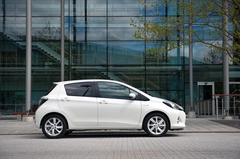 ... Toyota Yaris Hybrid (2012) Review ...