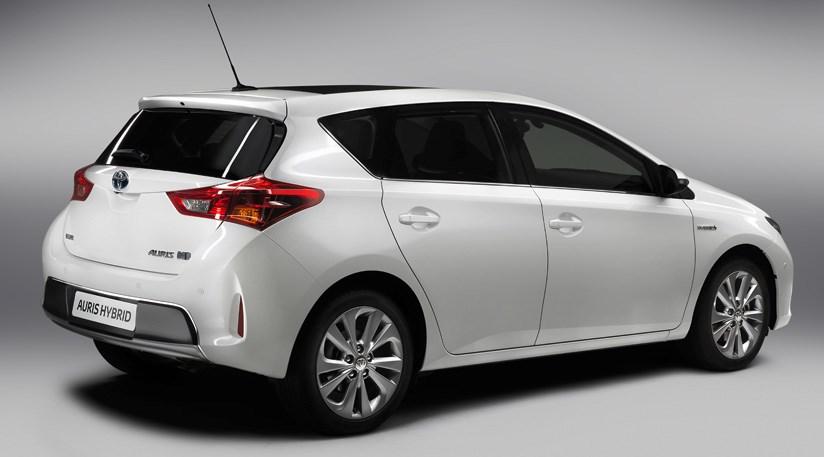... Toyota Auris (2013) Review ...