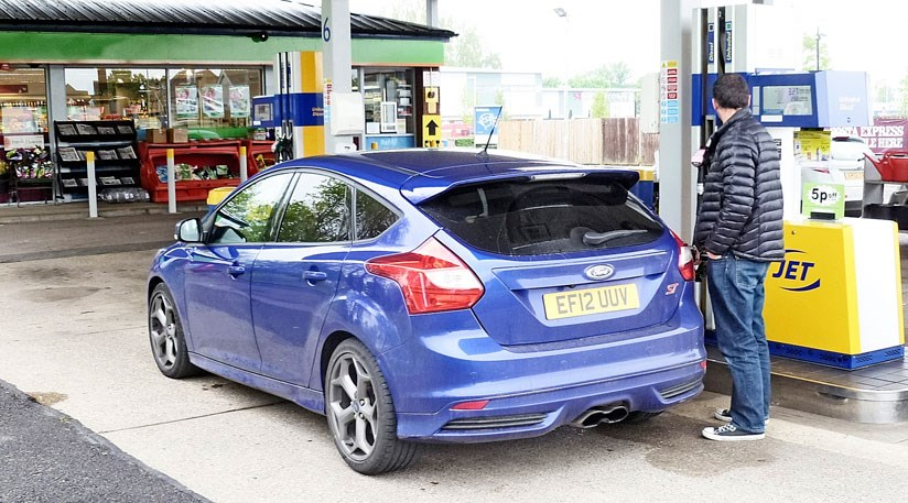 advertisement - Ford Focus St 2015 Blue