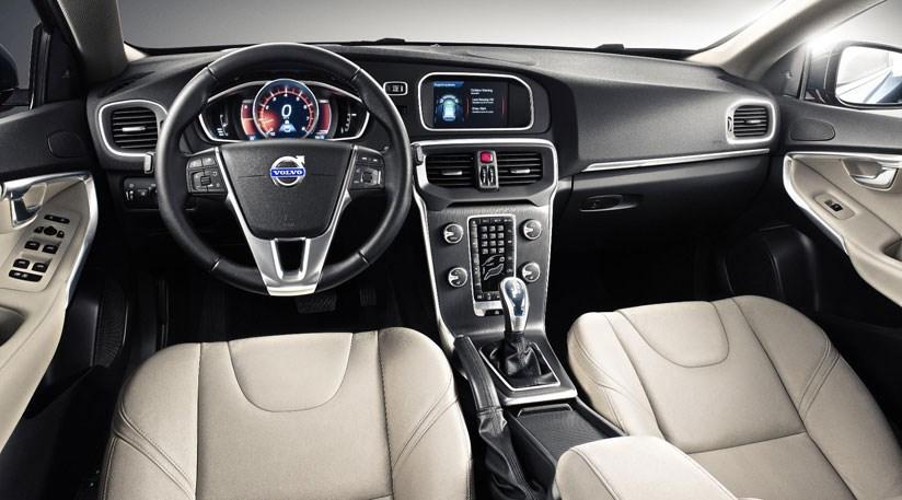Volvo V40 Cross Country D2 (2013) review | CAR Magazine