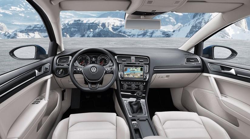 VW Golf Estate 1.4 TSI (2013) review by CAR Magazine