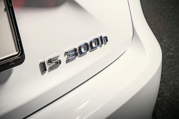 Lexus IS300h vs BMW 320d (2013) CAR feature review | CAR Magazine