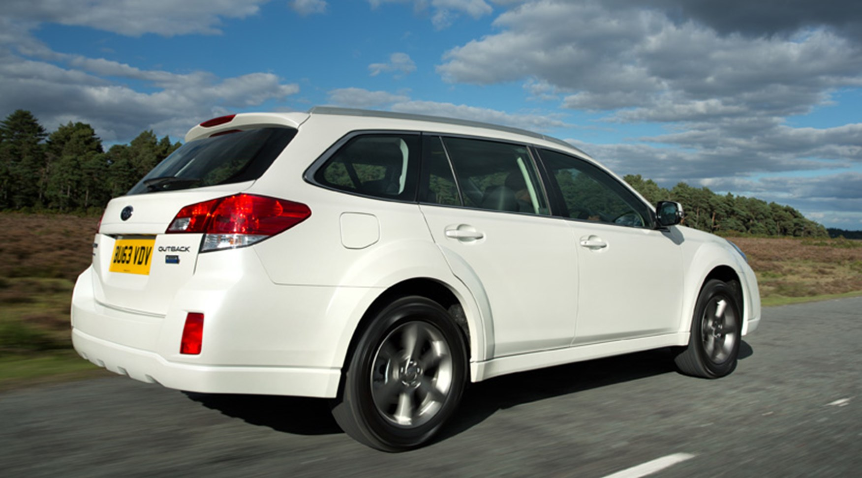 Subaru Outback 2.0D SX Lineartronic (2013) review by CAR Magazine