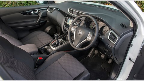 Nissan Qashqai 1.2 DIG-T Acenta Premium (2014) review ...