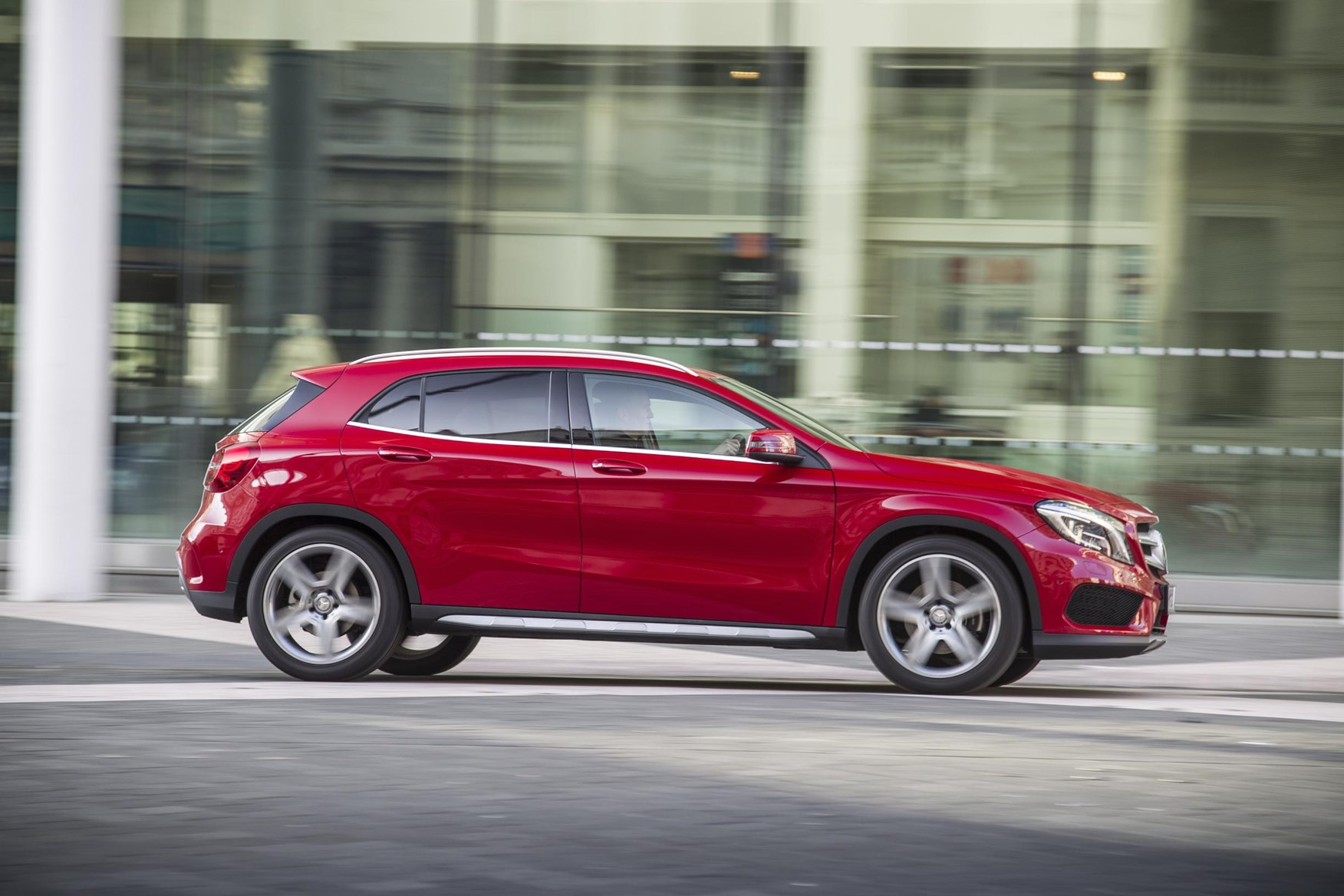 Mercedes GLA 200 CDI AMG Line (2014) review by CAR Magazine