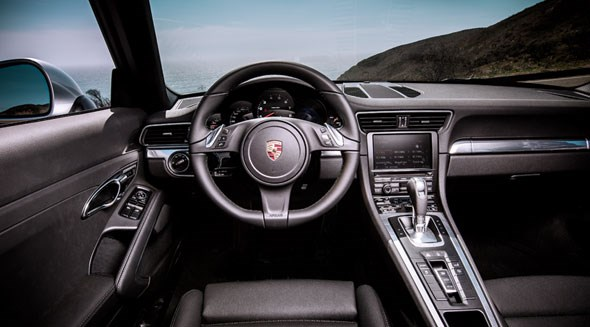 Porsche 911 cabin: a masterpiece of evolution