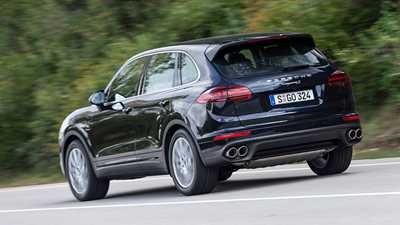 New Audi Sq7 Review Physics Bending Fun With Cutting Edge