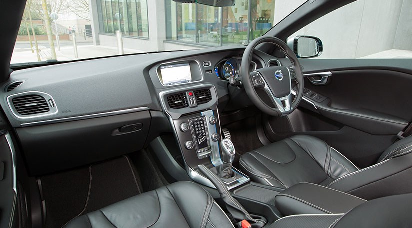 Volvo V40 D4 Geartronic SE Lux Nav (2014) review by CAR Magazine