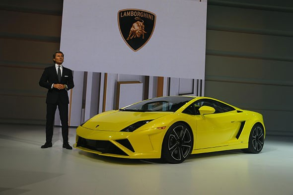 Lamborghini not unfamiliar with motor show flair: here the president unveils a hot Gallardo at the last Paris motor show