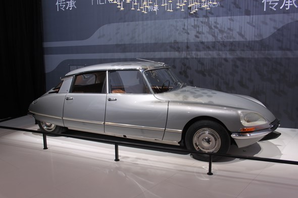 Original Citroen DS at Paris motor show 2014